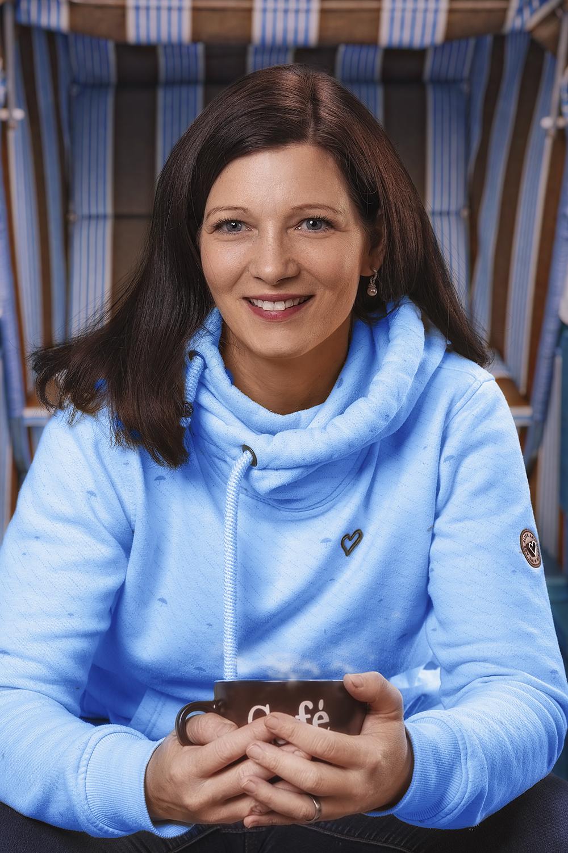 Nicole Bechmann – Heilpraktikerin für Psychotherapie – im Strandkorb